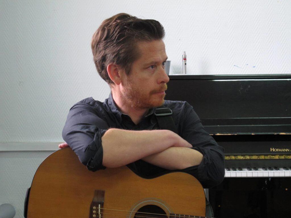 Restitution à la MAF. Le musicien Julien Biget.